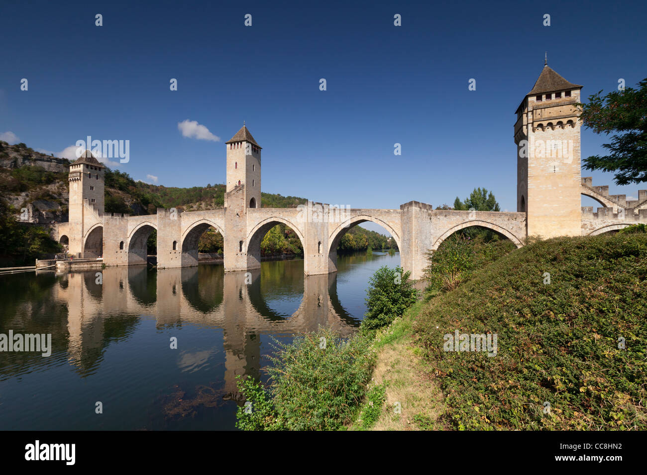 The Pont Valentre, symbol of the city of Cahors, crossing the River Lot. - Stock Image