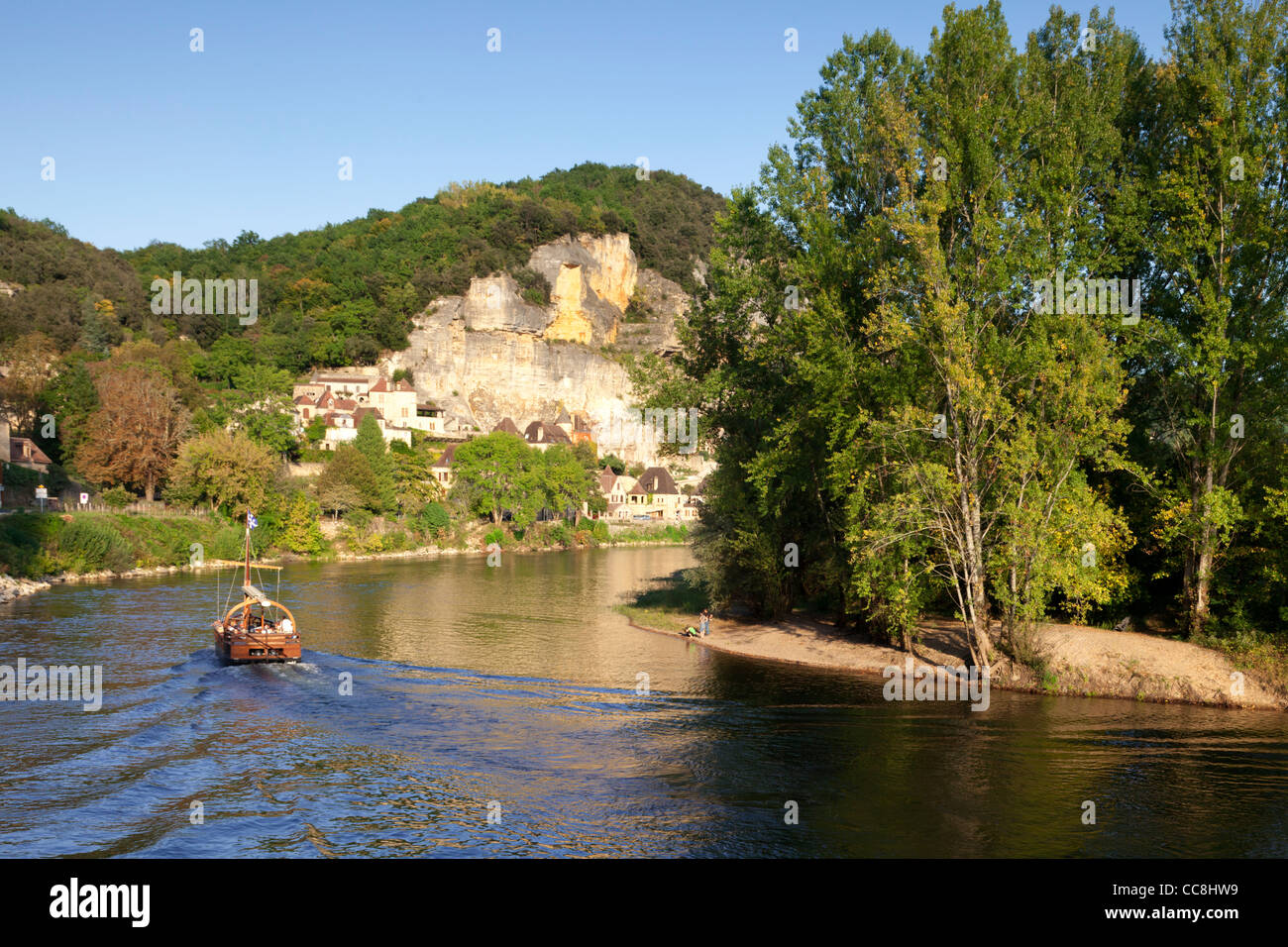 Late afternoon light on the River Dordogne, Aquitaine, France, as a gabarre, or river boat, approaches La Roque Stock Photo