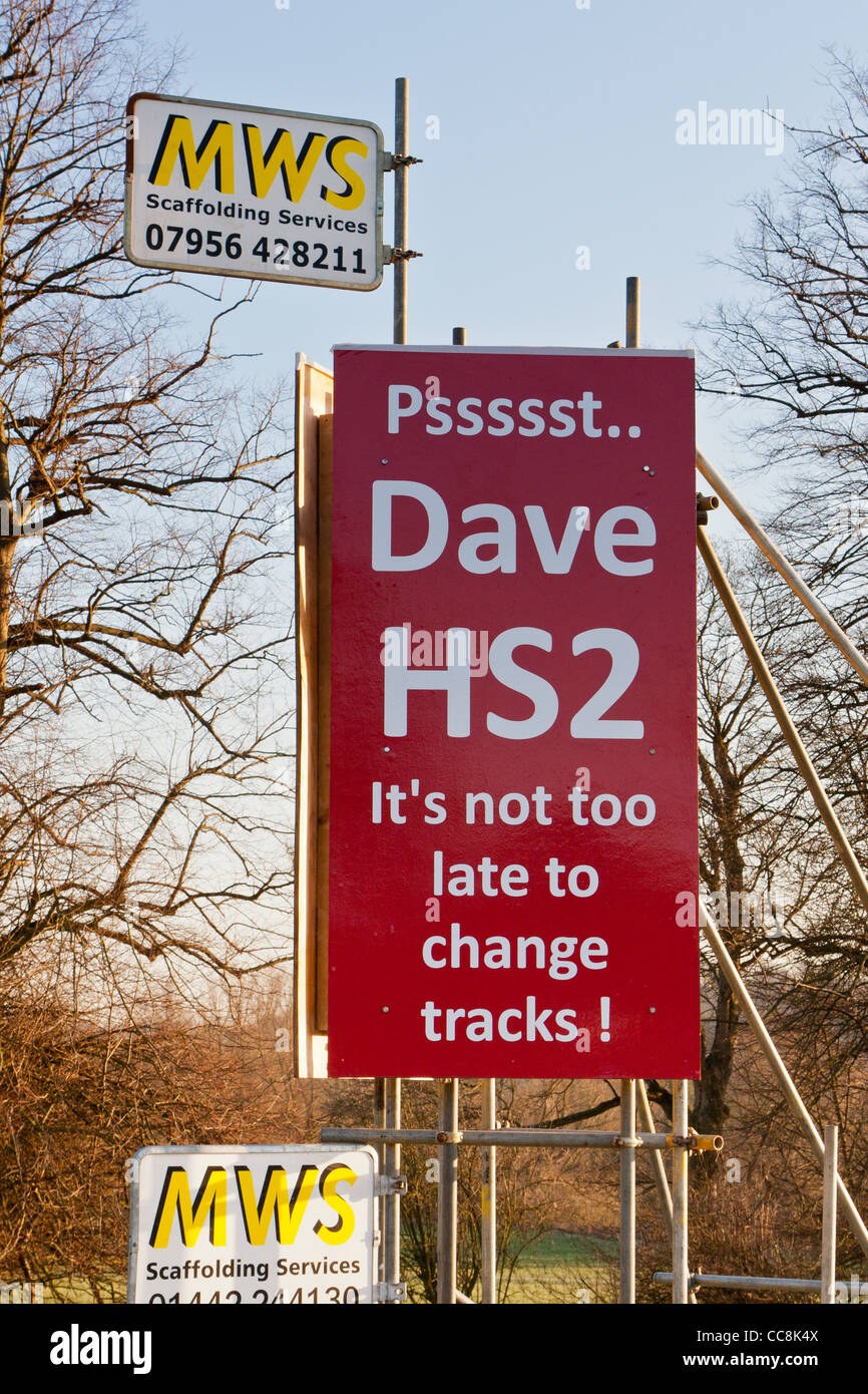 Anti-HS2 sign on the A413 at Amersham Stock Photo