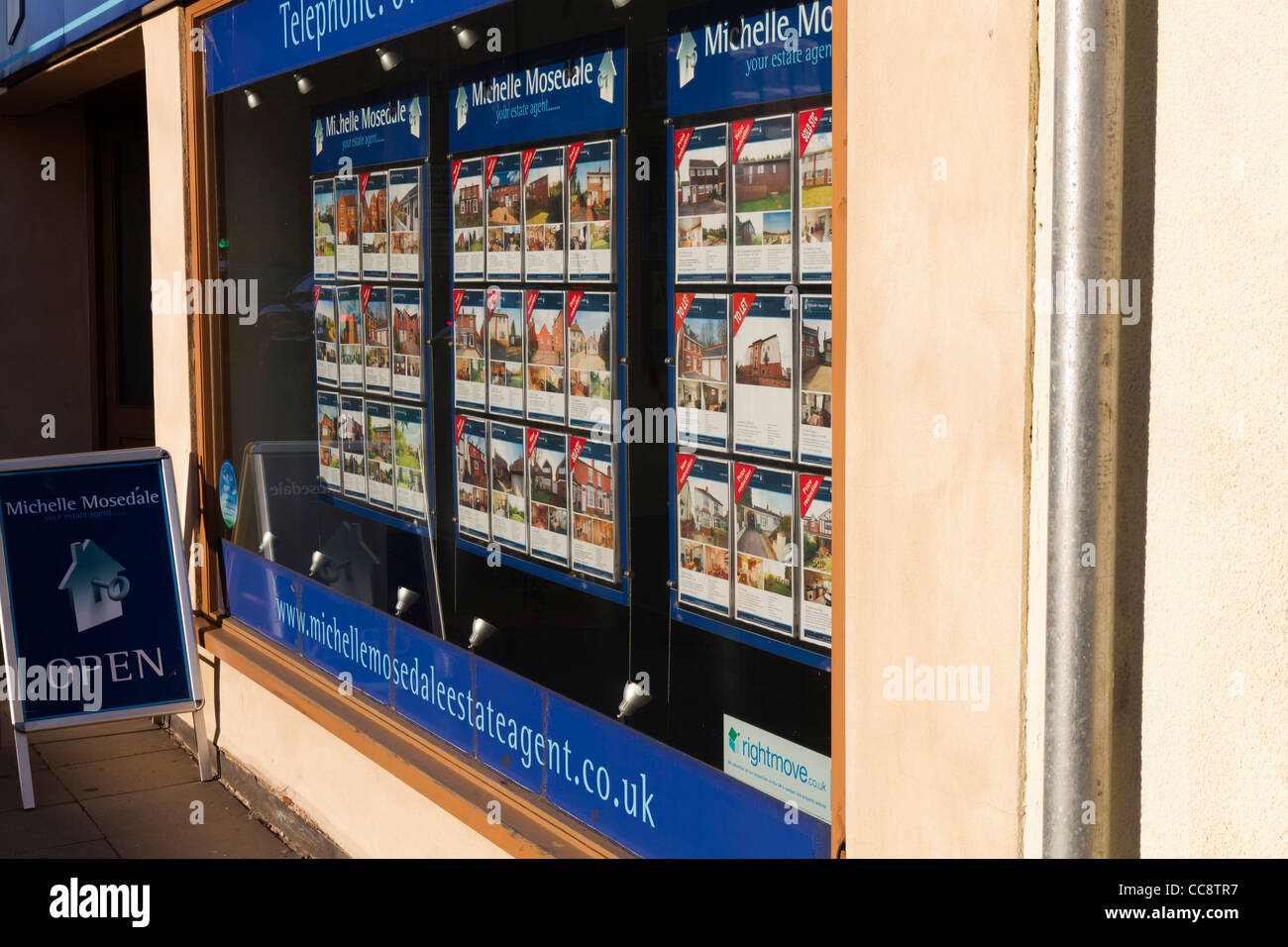 Estate agents shop window stock photos estate agents for Immobilienfirmen