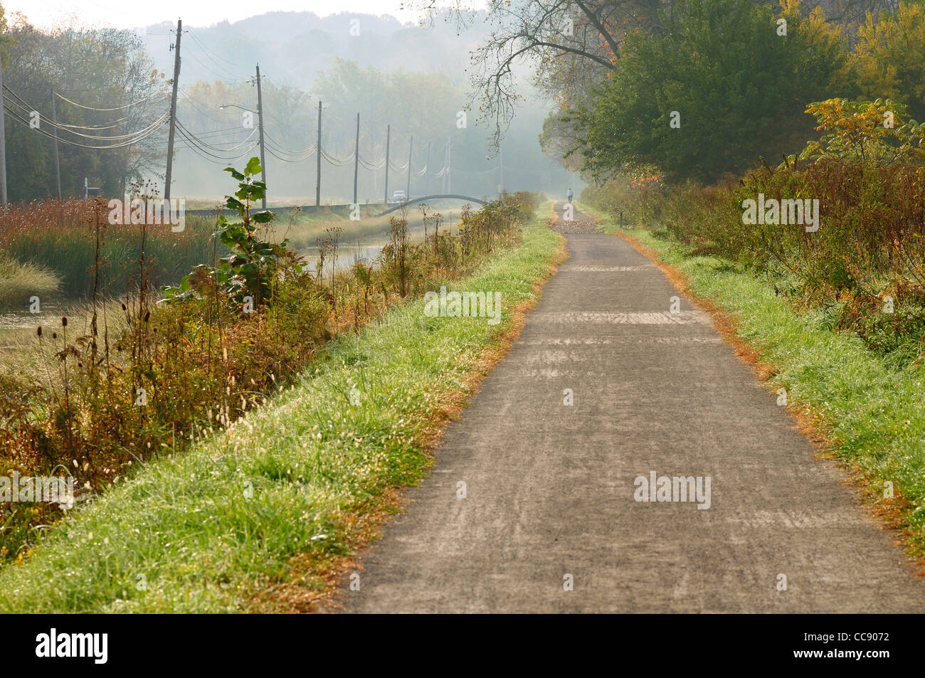 Bucolic autumn scene on the towpath trail of the Ohio Canal near Cleveland - Stock Image