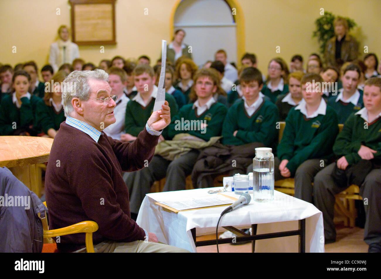 Tomi Reichental, a holocaust survivor speaking to students in Gorey Community School, Co Wexford, Ireland - Stock Image