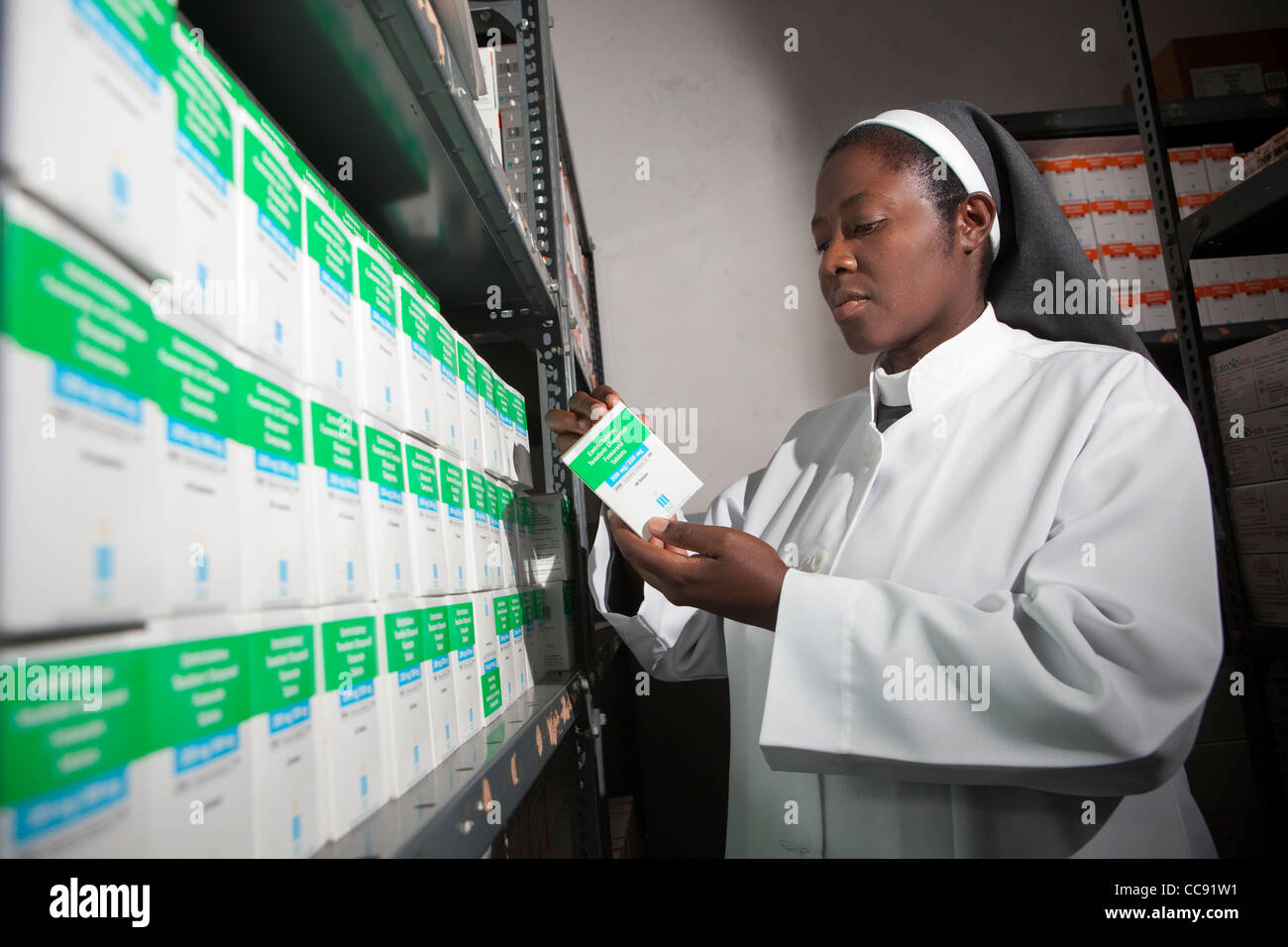 A pharmacist takes inventory of ARV medication at a Roman Catholic hospital in Ibenga, Zambia, Southern Africa. - Stock Image