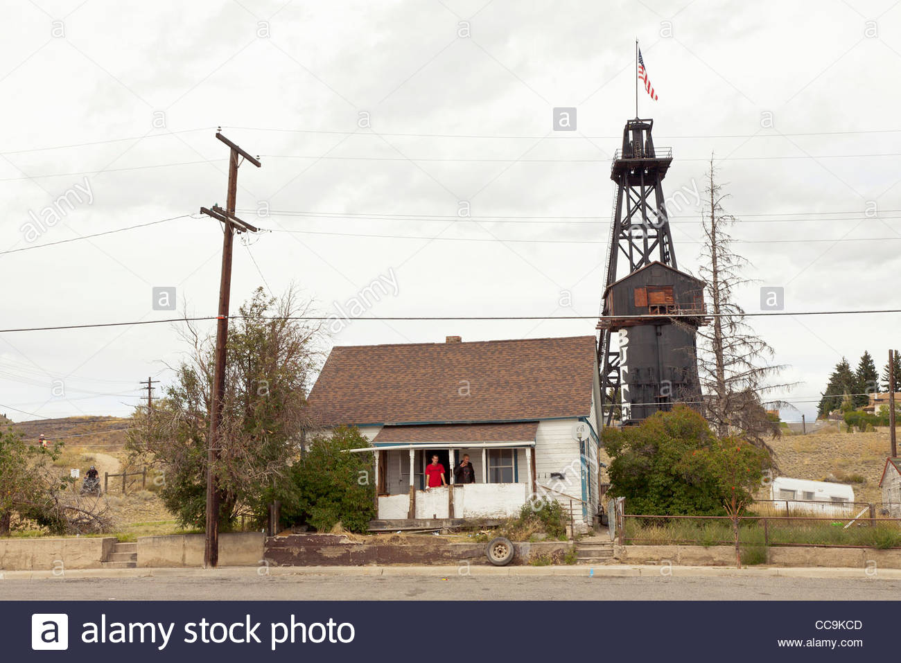 Two people in front of a rural American house, Butte, Montana, United States - Stock Image
