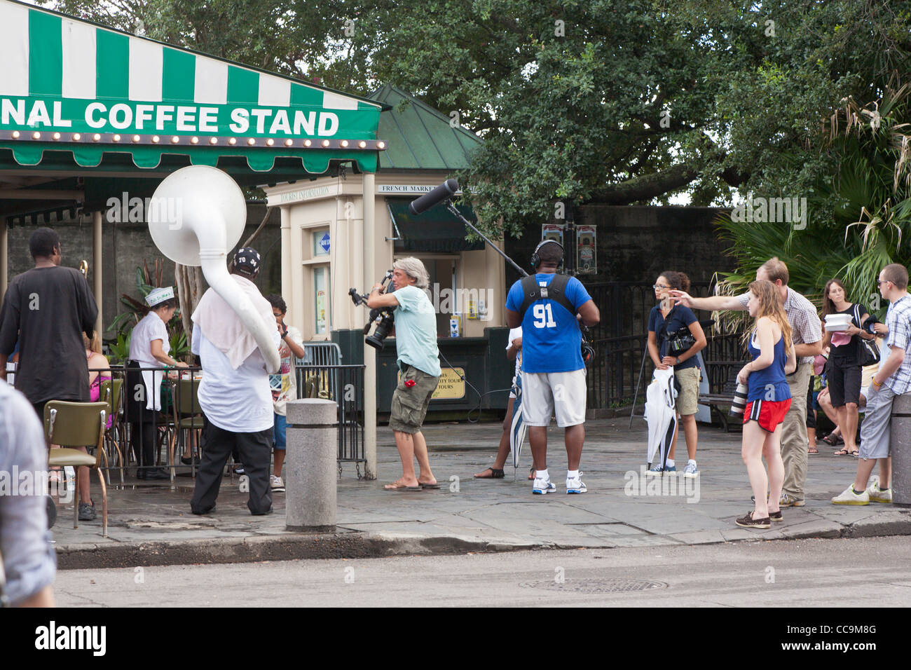 Movie crew with camera and microphone set up for scene outside Cafe Du Monde in the French Quarter of New Orleans, - Stock Image