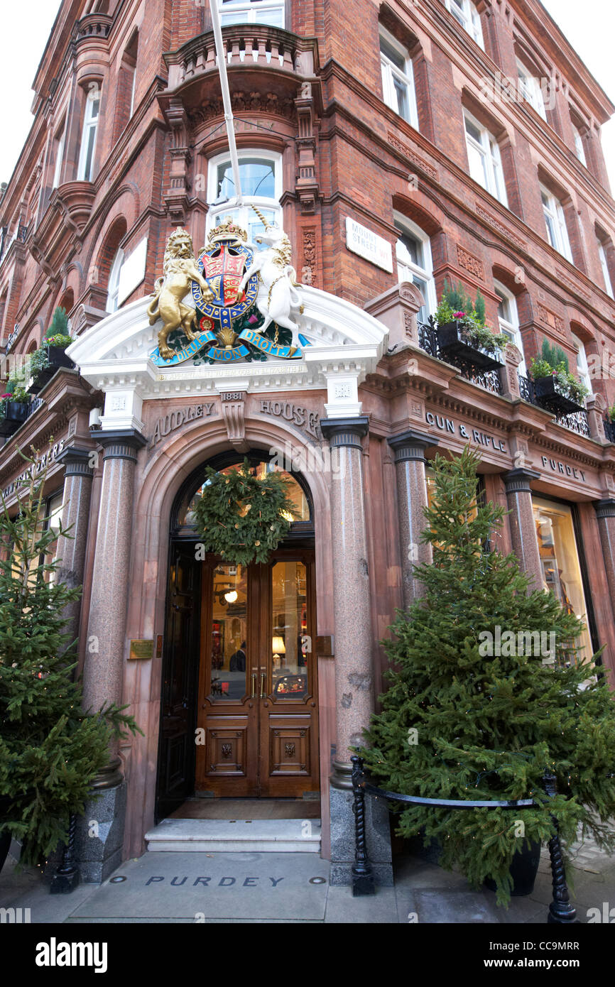james purdey and sons shop mayfair London by royal appointment England UK United kingdom royal warrant - Stock Image
