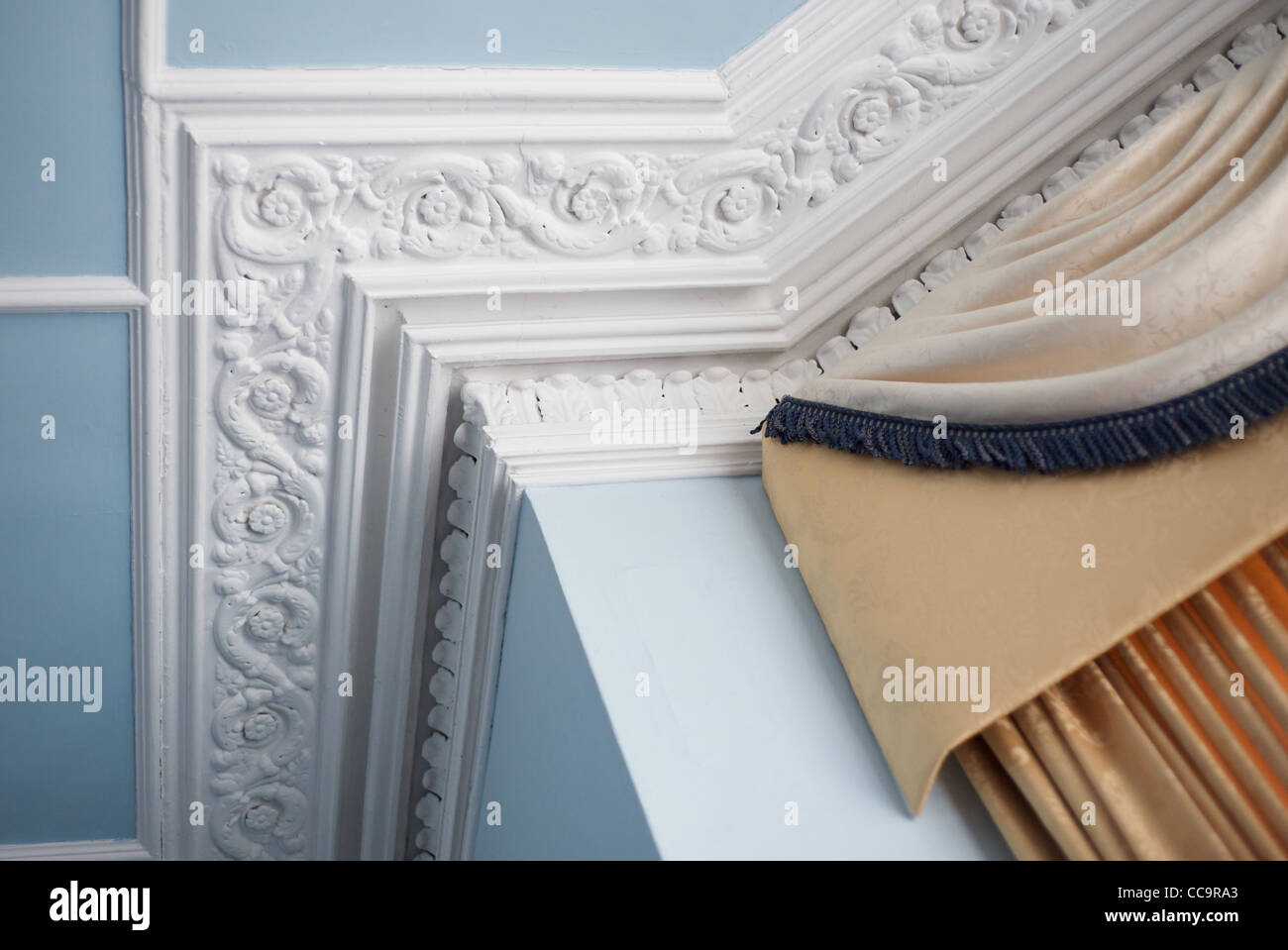 Ceiling coving corners for Interior cornice designs