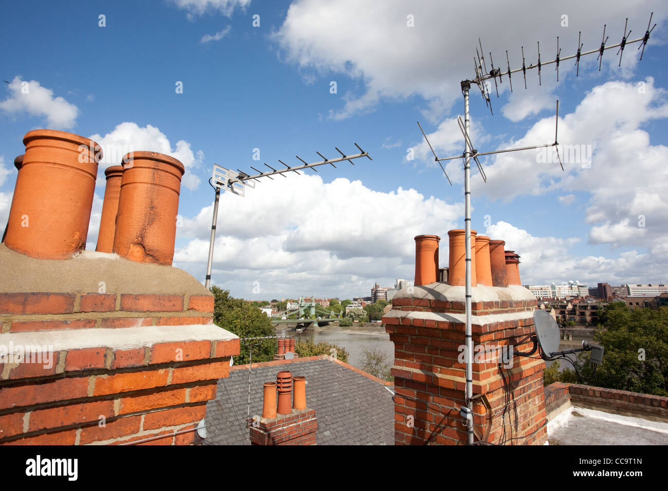 A rooftop with analogue television aerials overlooking Hammersmith Bridge, London, UK. Photo:Jeff Gilbert - Stock Image