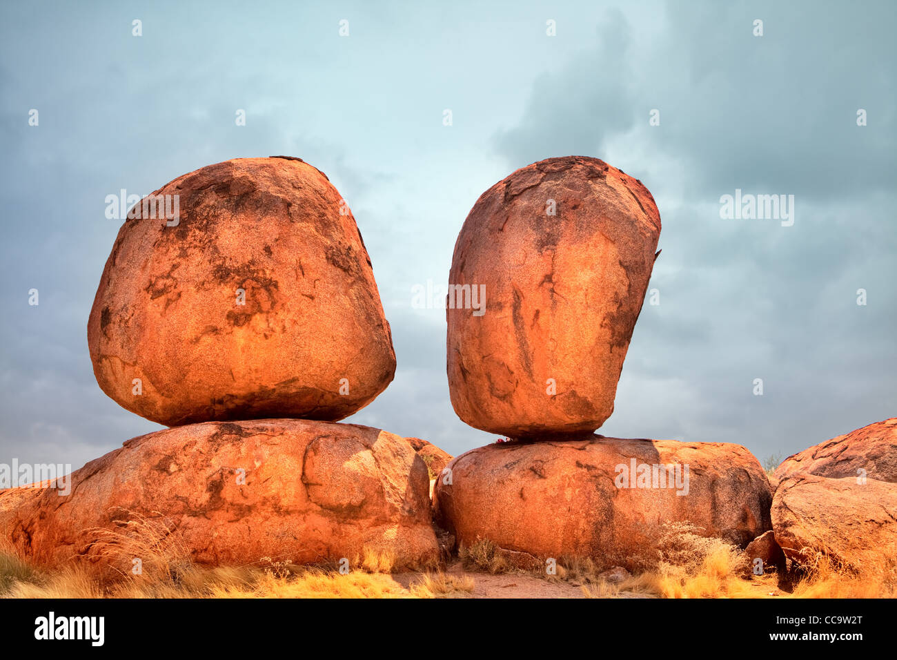 devils marbles, Northern Territory Australia eroded red rock formations Shape formed by temperature difference and - Stock Image