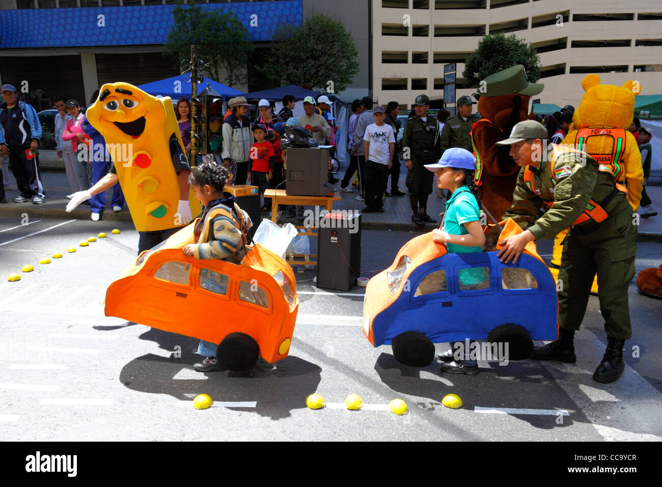 Transport police organise games in street to teach children to respect traffic controls for Pedestrian Day, La Paz, - Stock Image