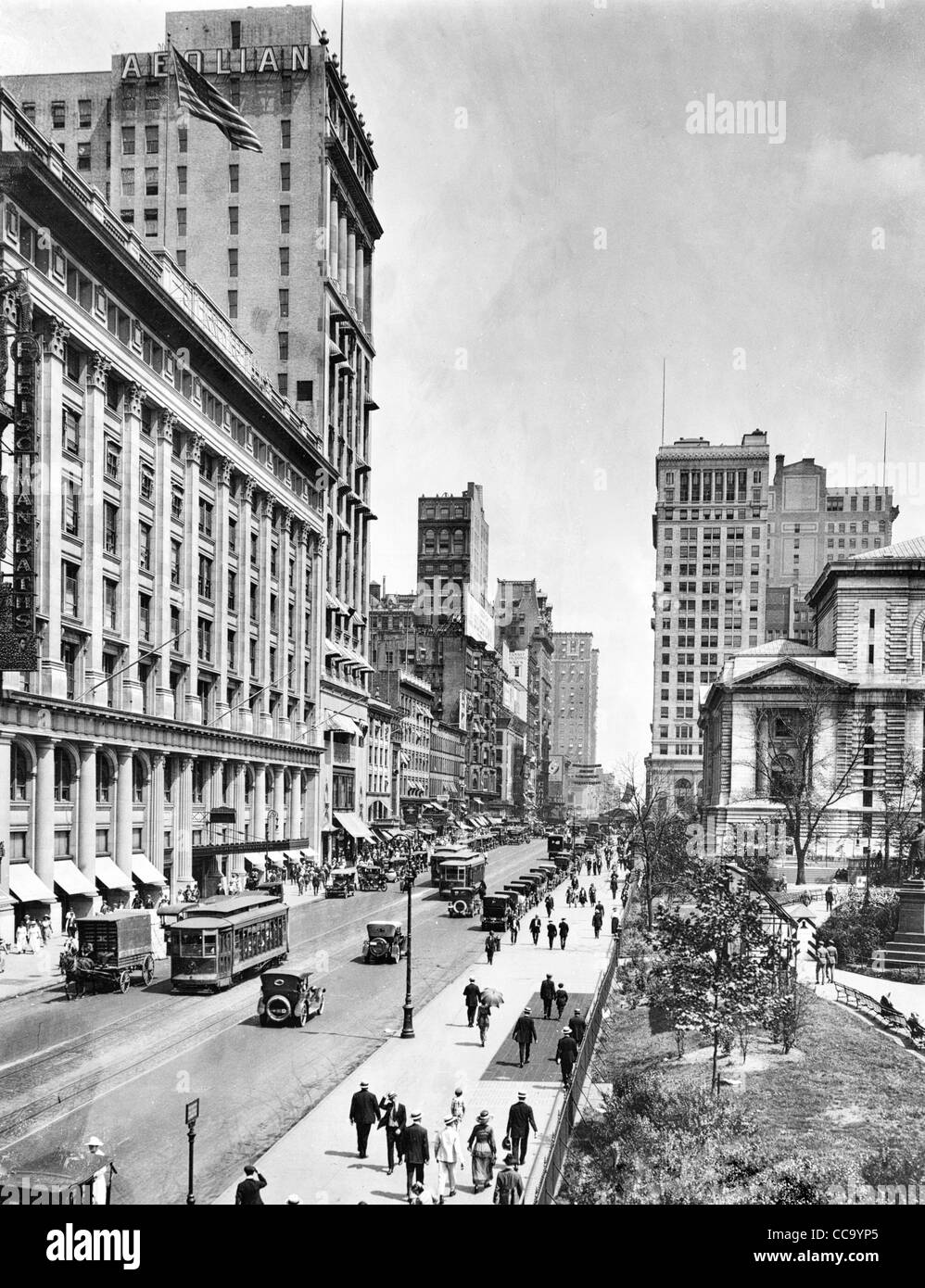 42nd St. east from 6th Avenue, New York City 1919 - Stock Image