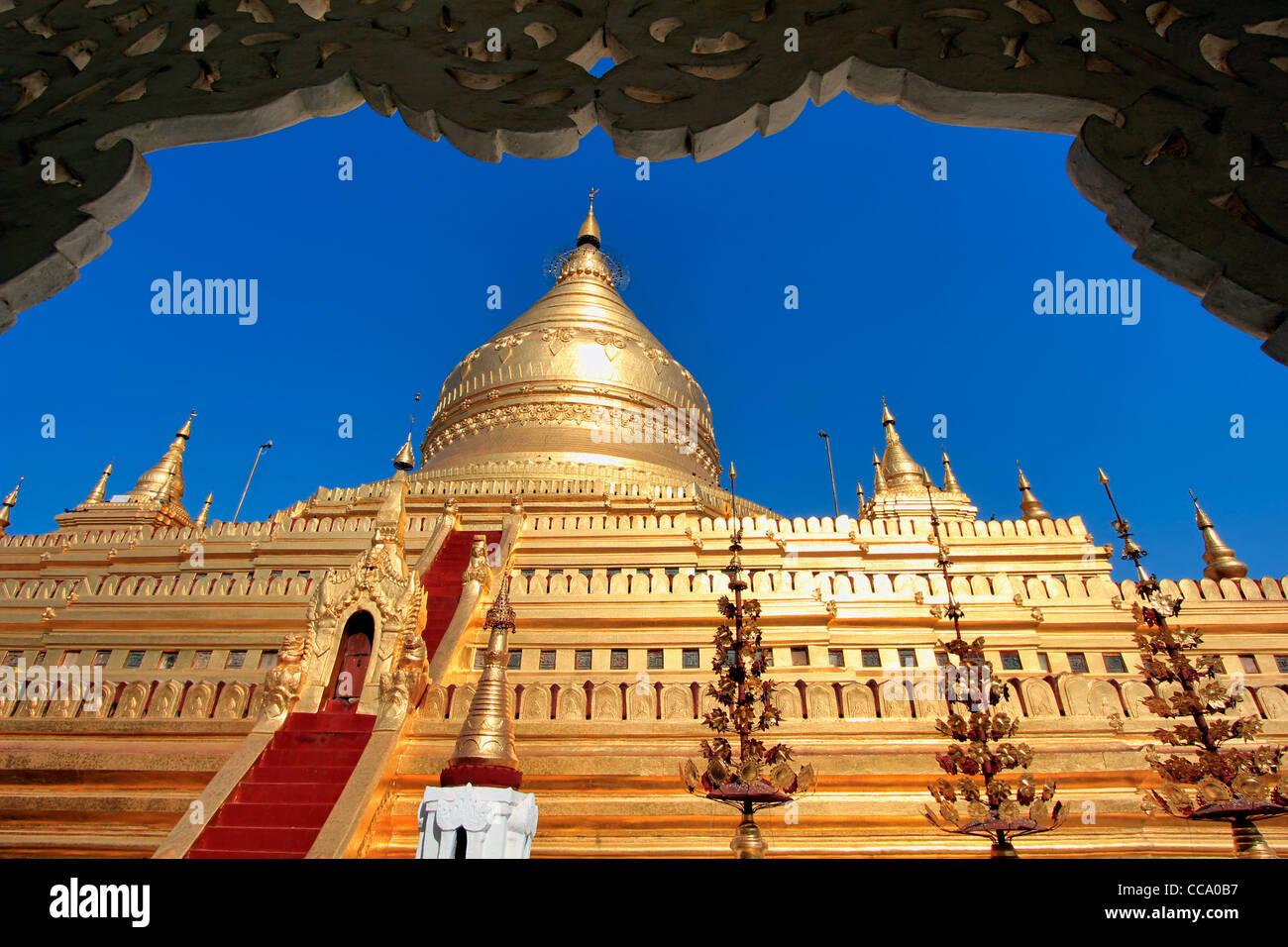 Shwezigon Paya (Pagoda)   Bagan (Pagan), Myanmar (Burma) Stock Photo