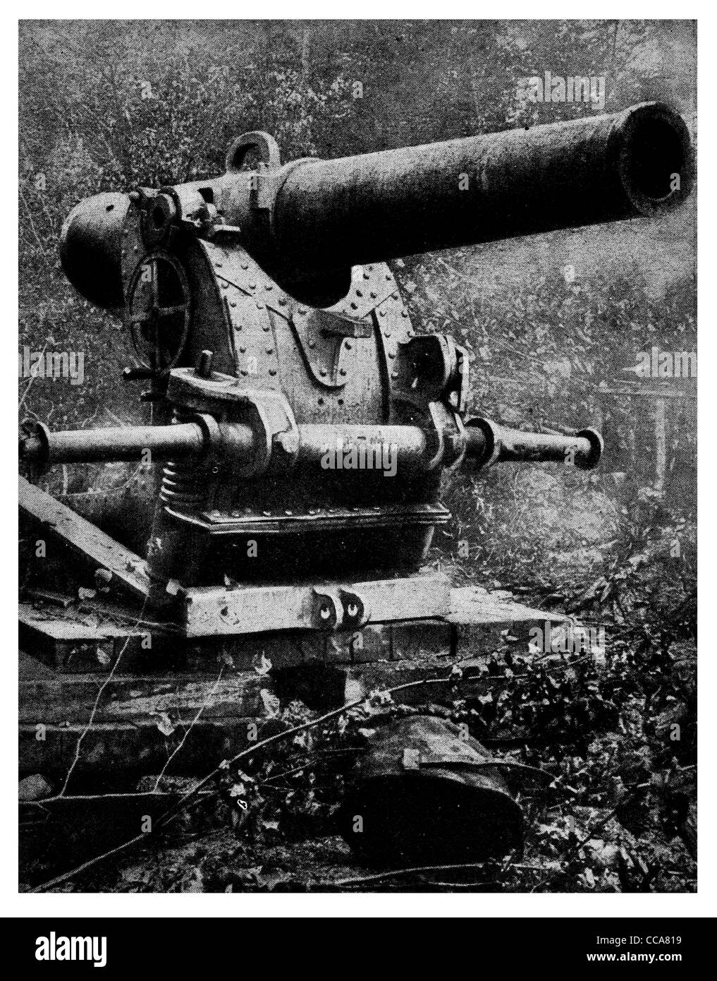 1916 155 mm 6 inch Heavy artillery French weapon 35 years old cannon siege gunner - Stock Image