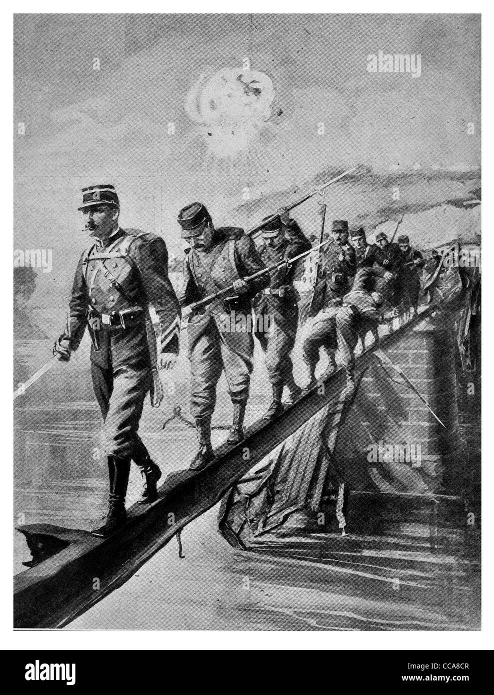 1914 French infantry crossing River Aisne girder of a railway bridge under fire from German France brave explosion - Stock Image