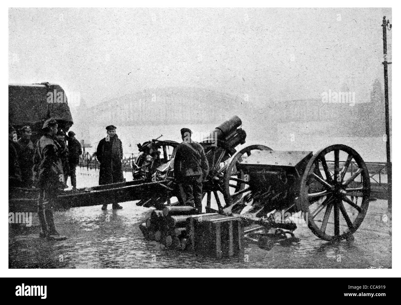1918 British howitzer Cologne firing on Rhine December National Anthem artillery piece shells shell gunner crew - Stock Image