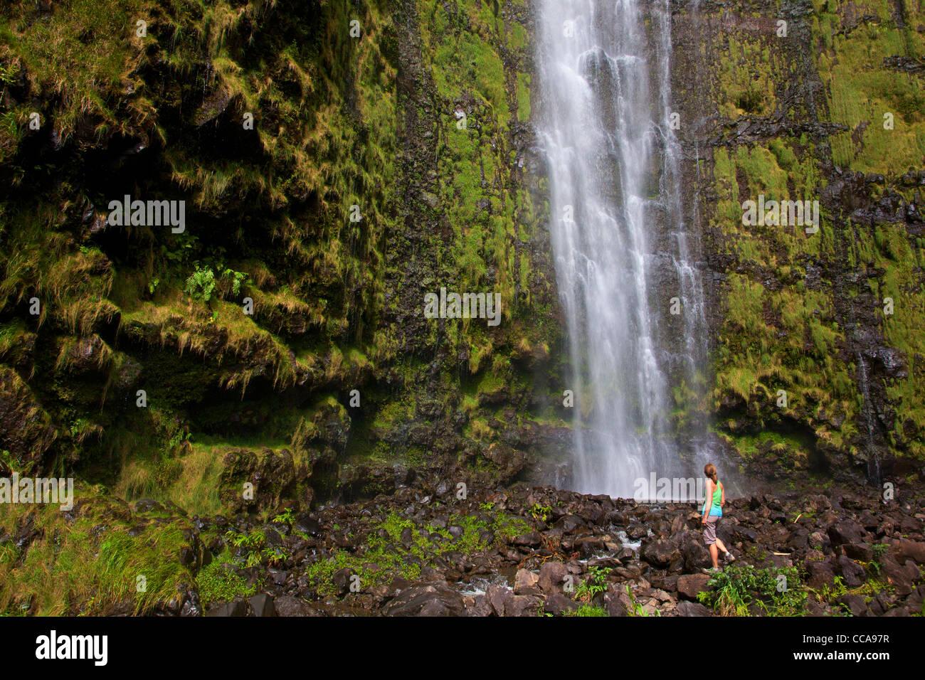 Hiker at Waimoku Falls, Pipiwai Trail, Haleakala National Park, Maui, Hawaii - Stock Image