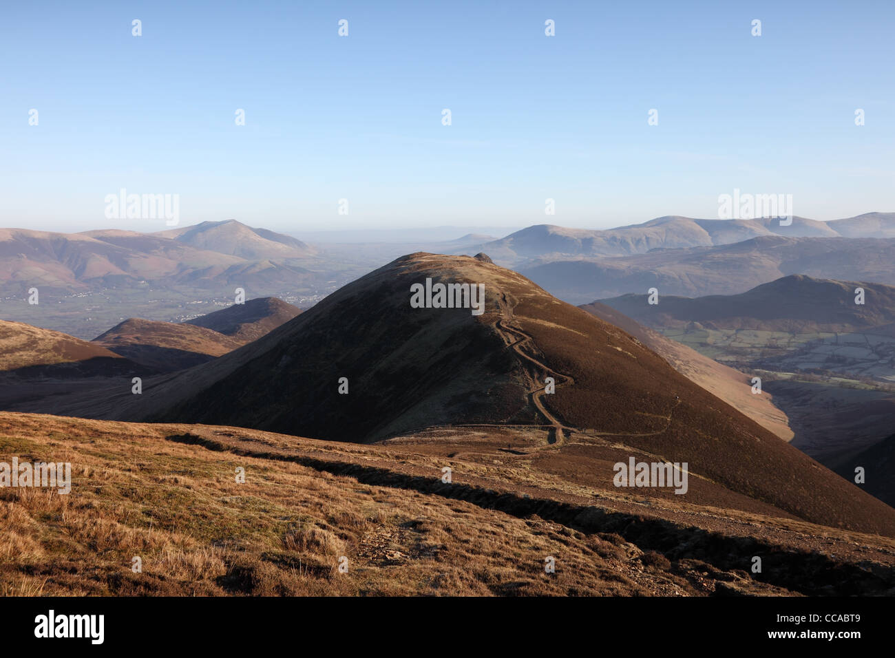 View NE from the Slopes of Sail Towards the Summit of Causey Pike, Blencathra and the Helvellyn Range Lake District - Stock Image