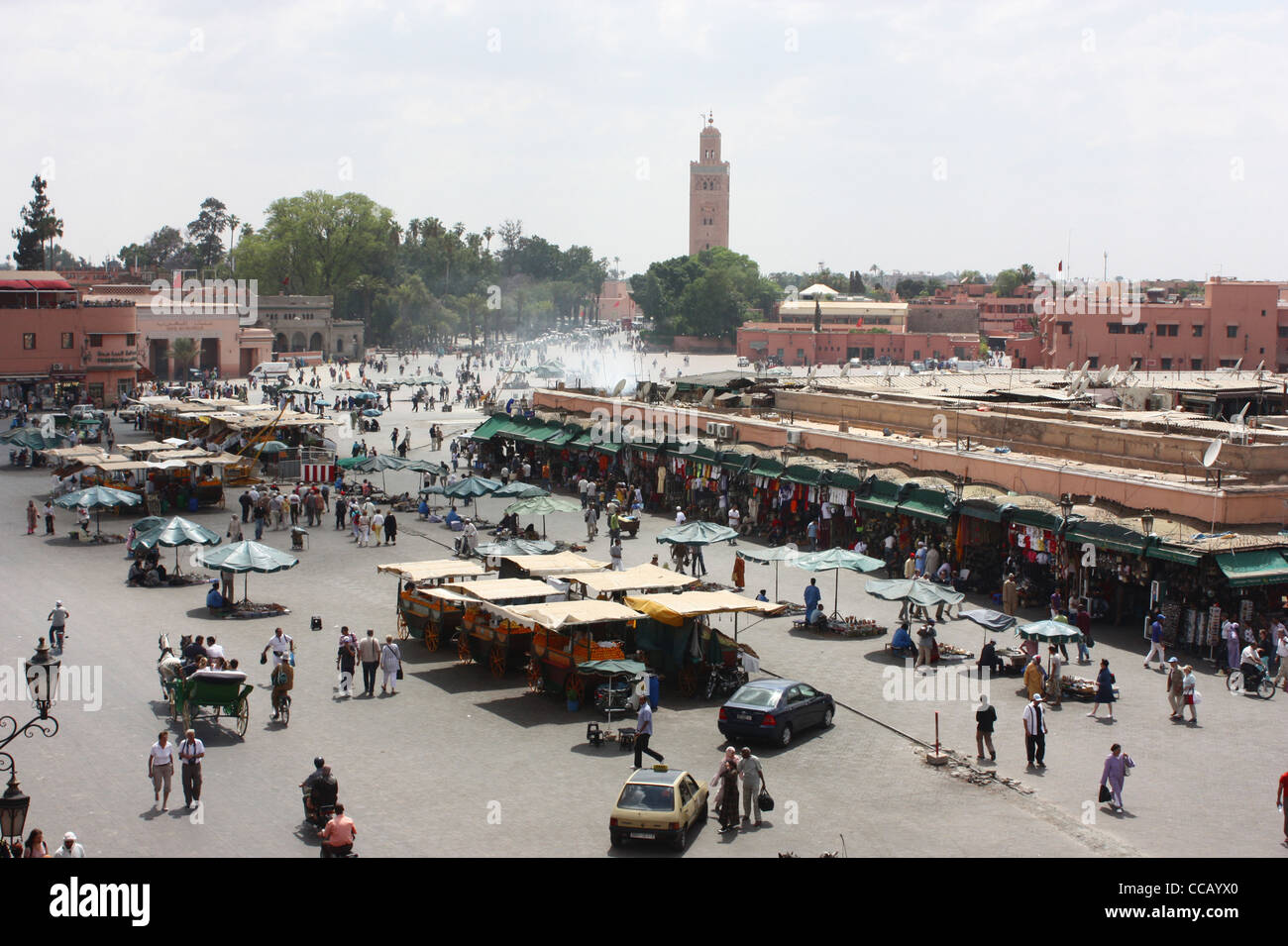 Djemaa el Fna square and market place in Marrakech with the Koutoubia in the background - Stock Image