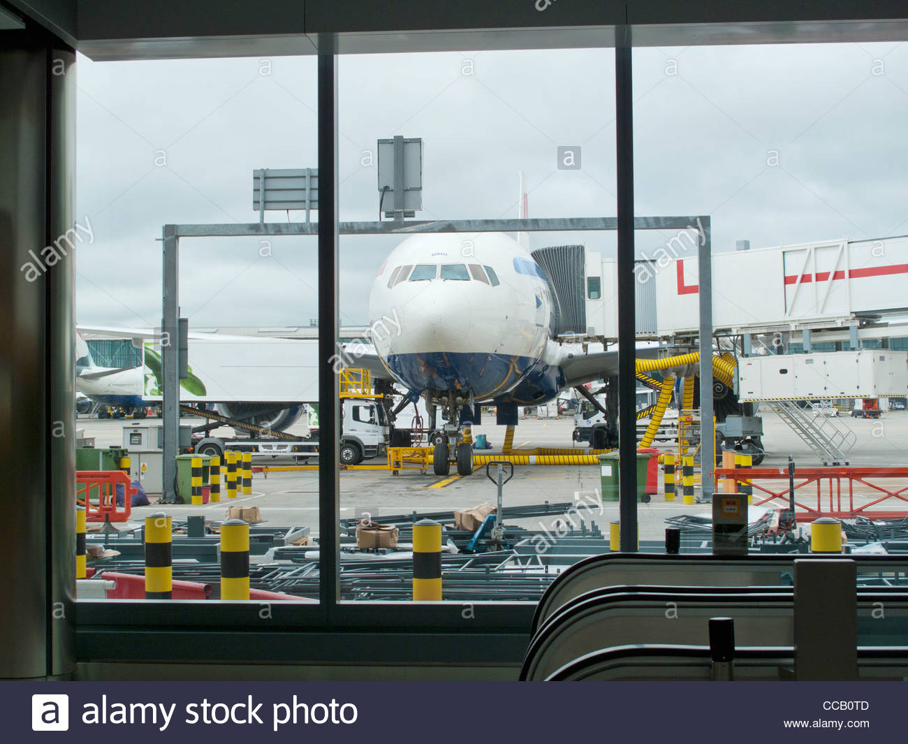 Airplane parked at airport jetway - Stock Image