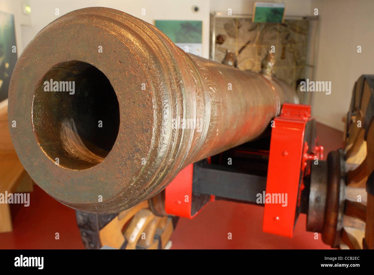 Canon in the Ulster Museum, Belfast, North Ireland, UK, Europe. - Stock Image