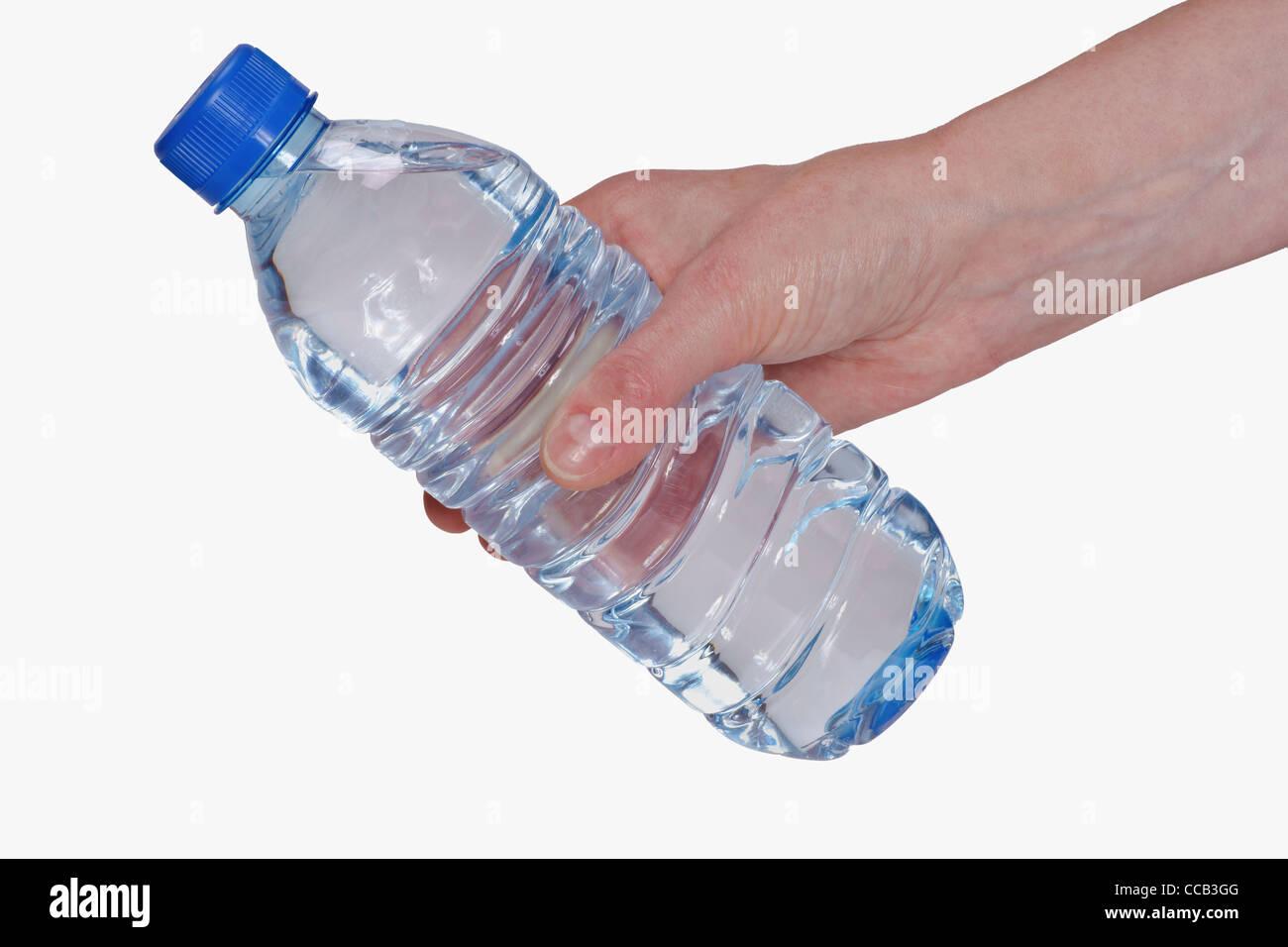Eine Wasserflasche wird in der Hand gehalten | a water bottle is hand-held Stock Photo