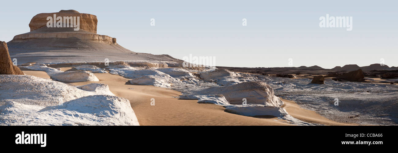 Long panoramic shot  of white limestone intrusion on edge of yardang field Dakhla Oasis Egypt  Africa - Stock Image