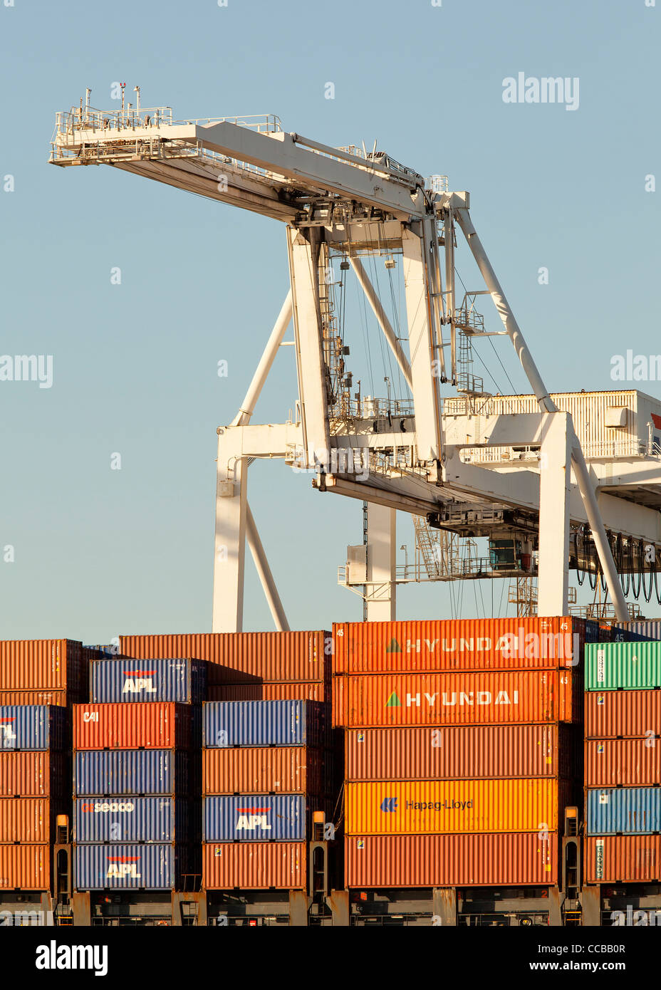 Gantry crane ready to unload cargo containers from ship at Port of Oakland - Stock Image