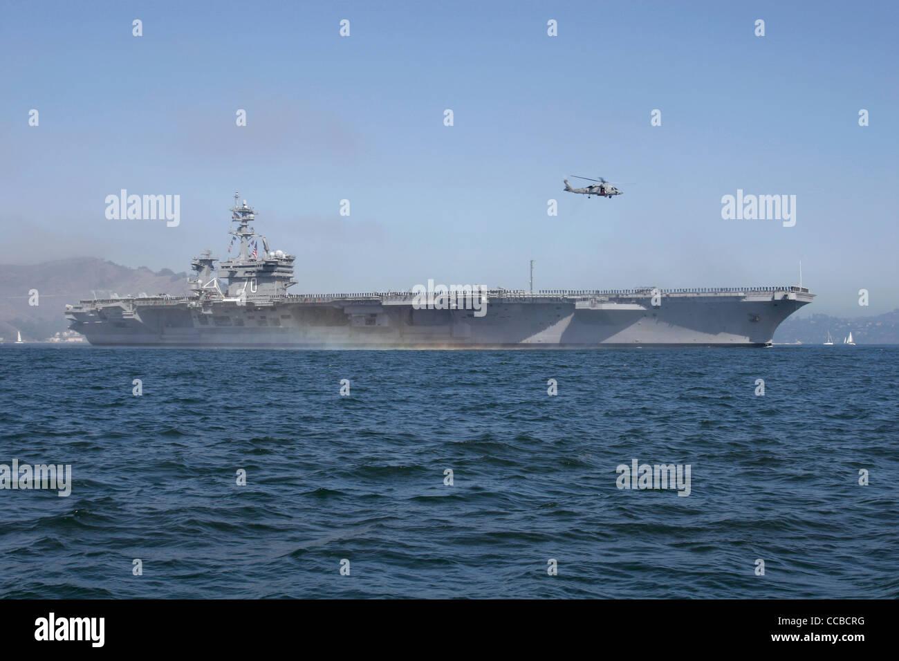 Nimitz class aircraft carrier USS Carl Vinson (CVN 70) enters San Francisco Bay. Stock Photo