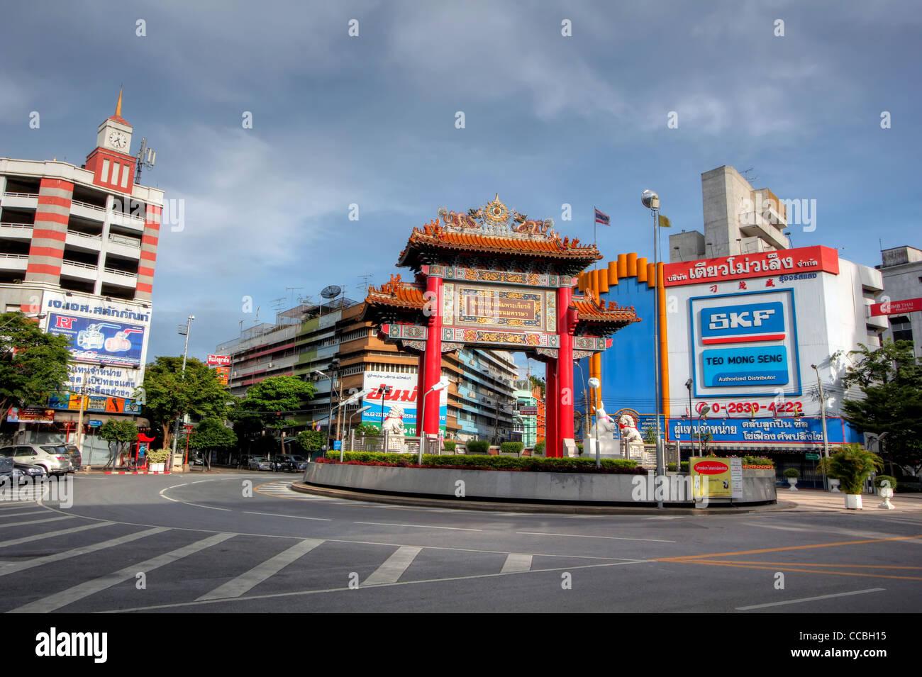 Gateway Arch (Odeon Circle)   Chinatown   Bangkok - Stock Image