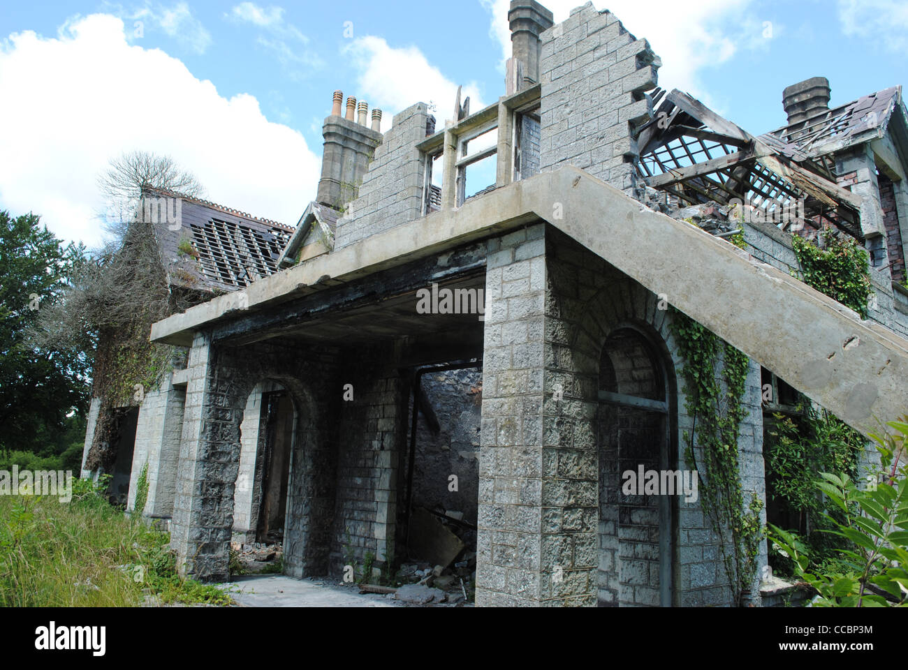 Abandoned, run down house on the outskirts of Bridgend, South Wales. - Stock Image