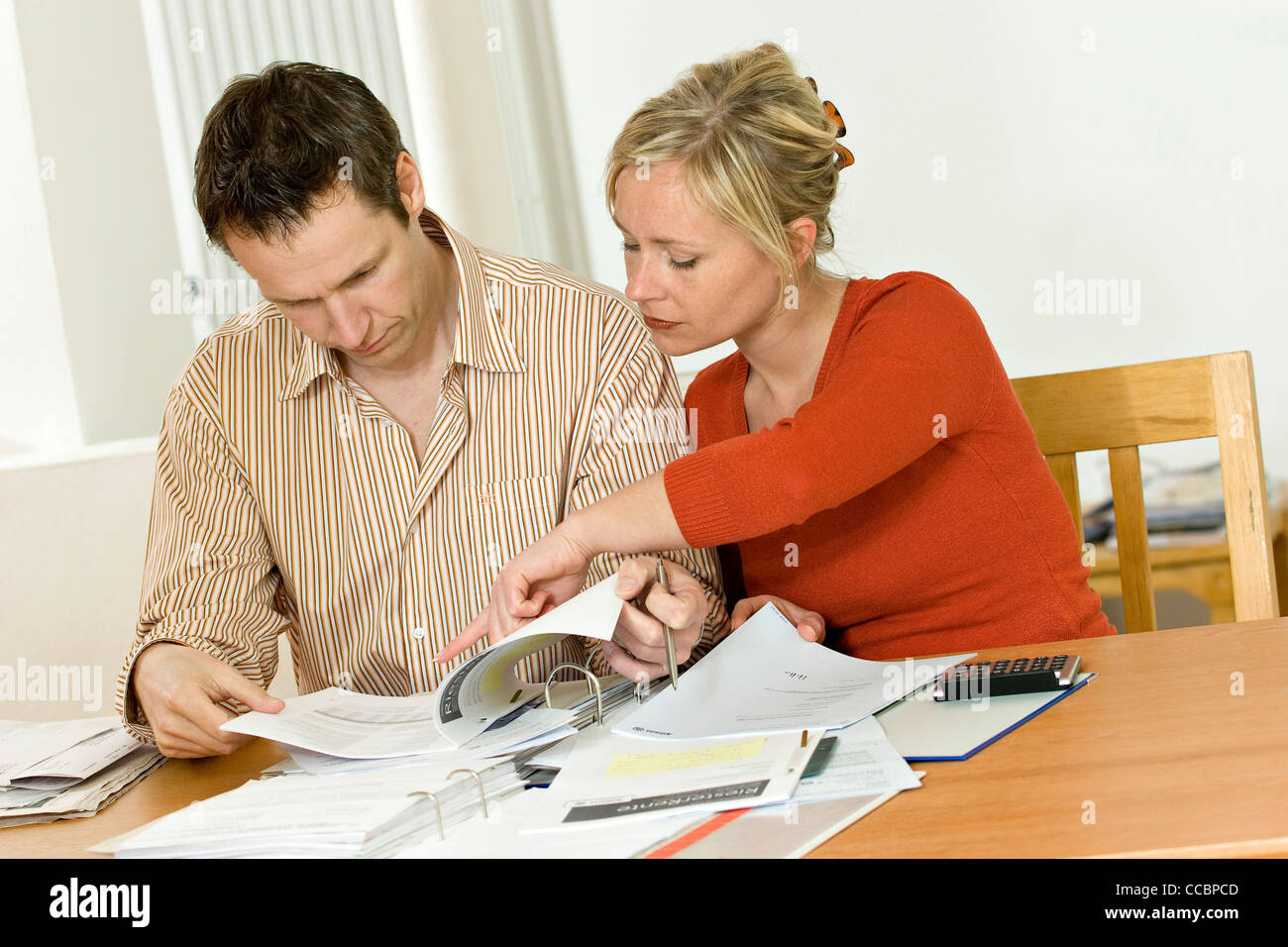 Young couple with documents and files - Stock Image