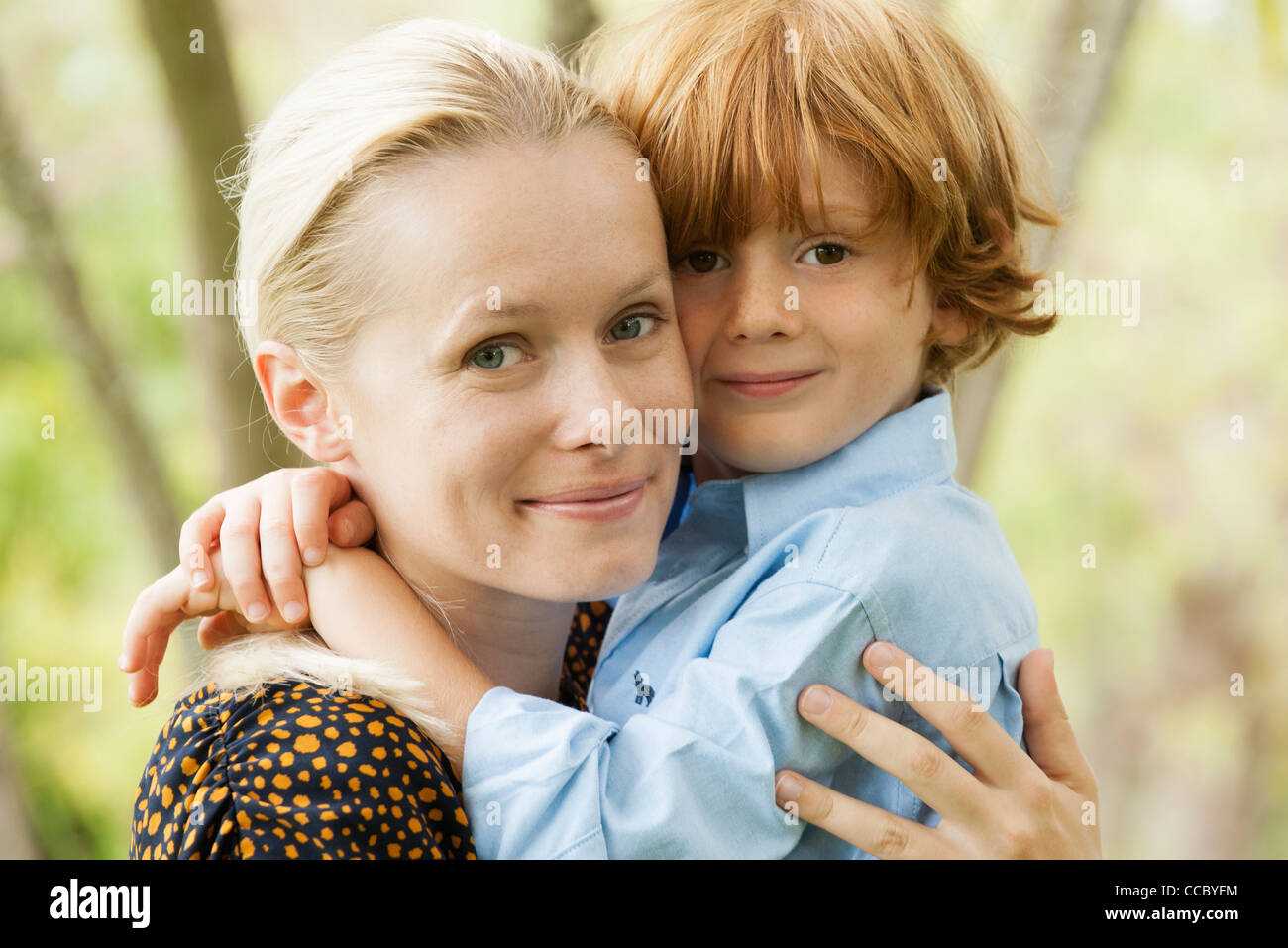 Mother and young son embracing, portrait - Stock Image