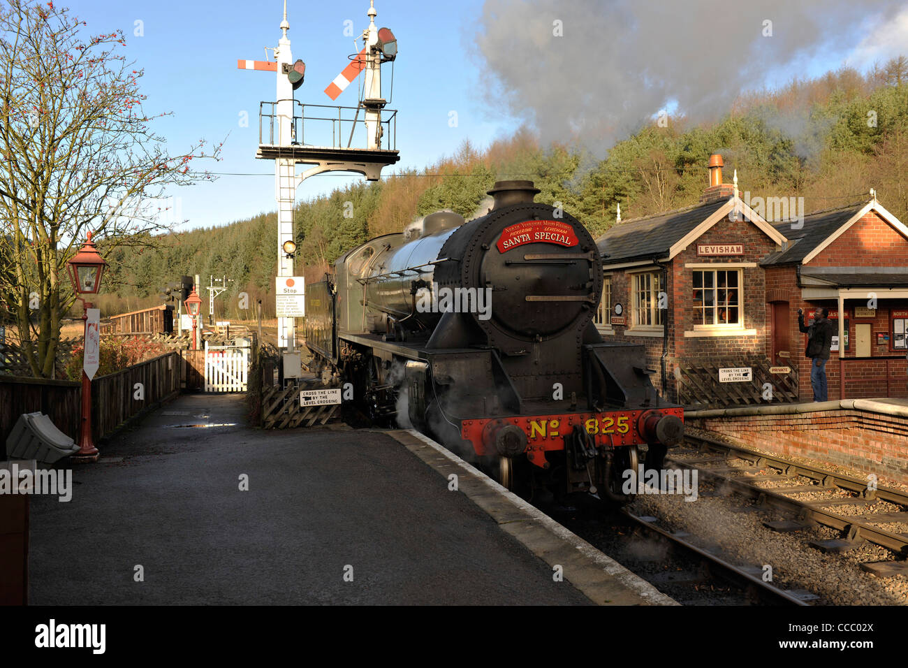 S15 Maunsell 825 on Santa Special Duty at Levisham-1 - Stock Image