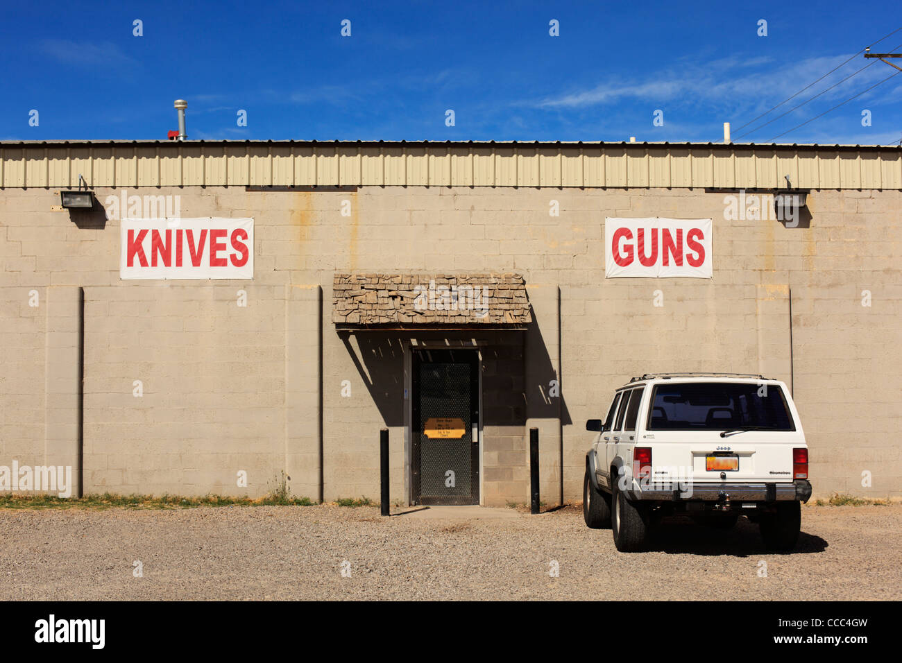 Shop selling knives and guns, New Mexico, USA (vehicle license obscured). Stock Photo