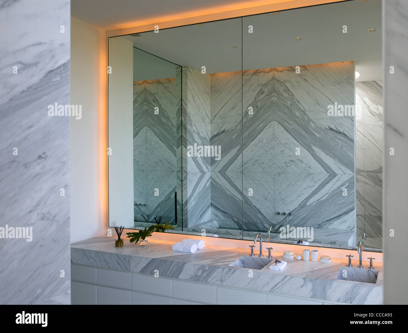 House 10/ Chacra 10, Kallosturin, Villalagos Estate, Punta del Este, Uruguay, 2011, master bathroom mirror - Stock Image