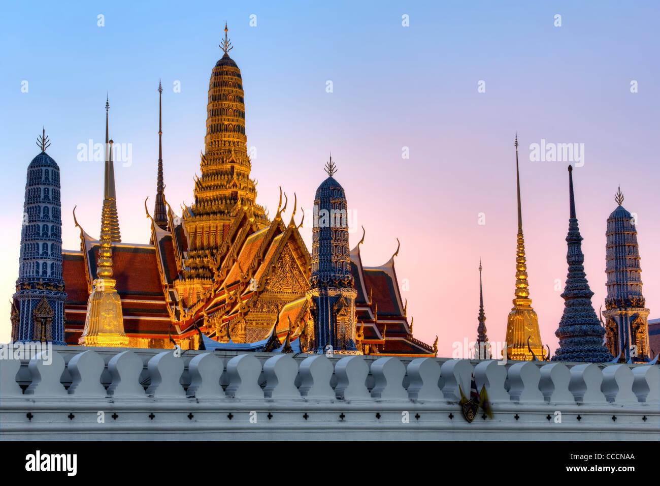 Dusk at Temple of the Emerald Buddha | Bangkok - Stock Image