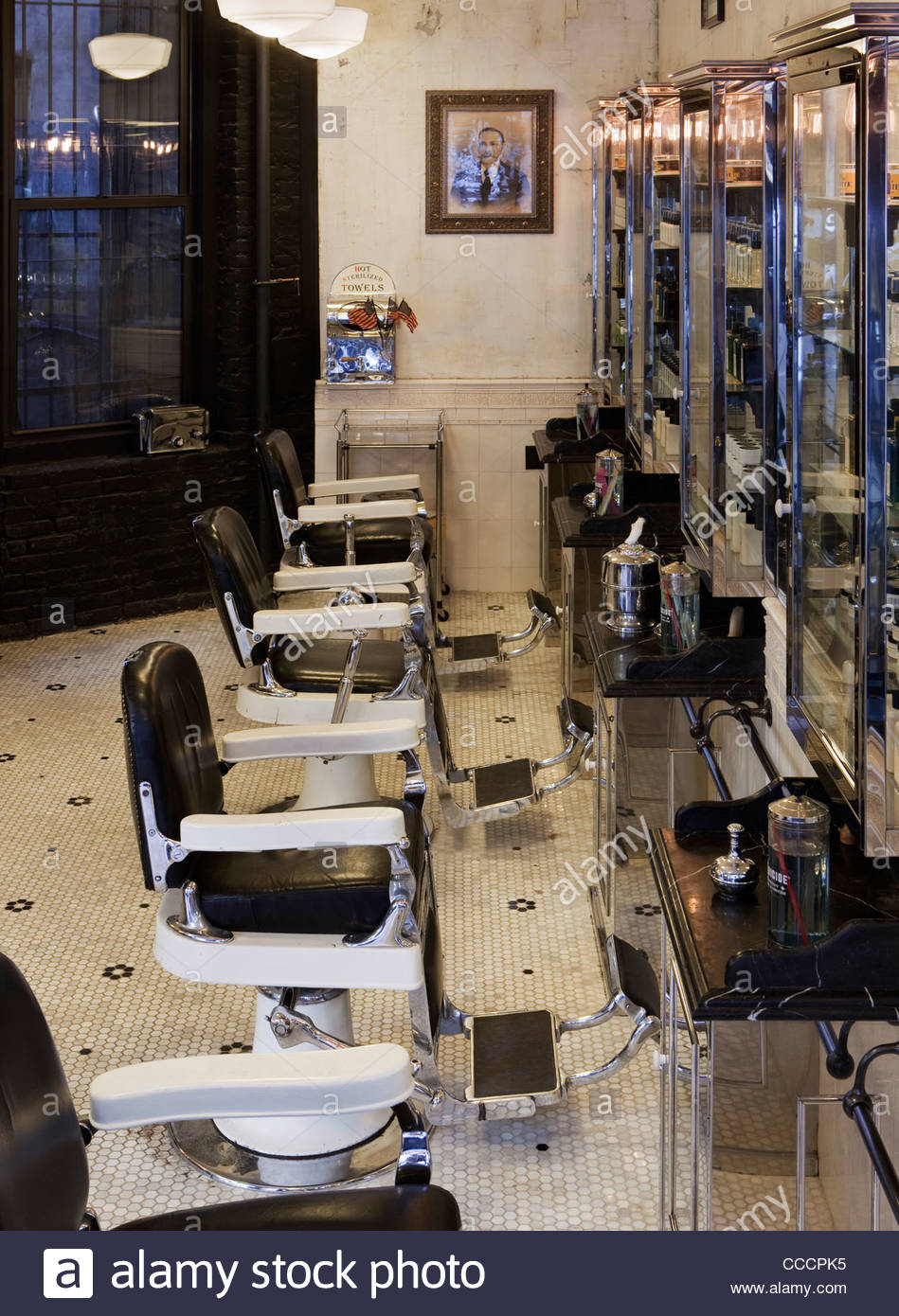 Tommy Guns Lower East Side Has Replicated The Vintage Design Of The Original Soho Salon In London, Formed In 1994. - Stock Image