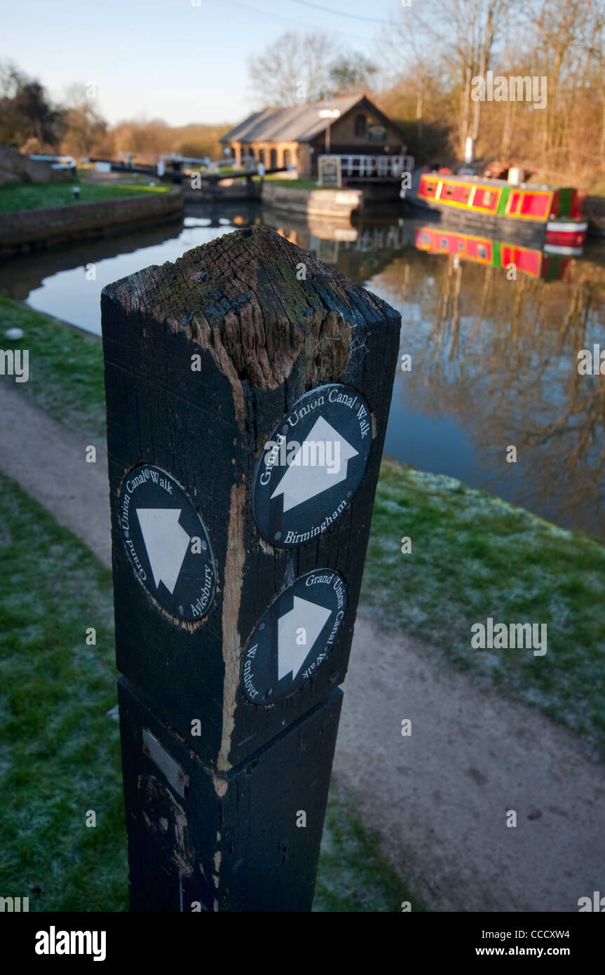 Towpath post on the Grand Union Canal showing the directions to London, Birmingham and Wendover - Stock Image