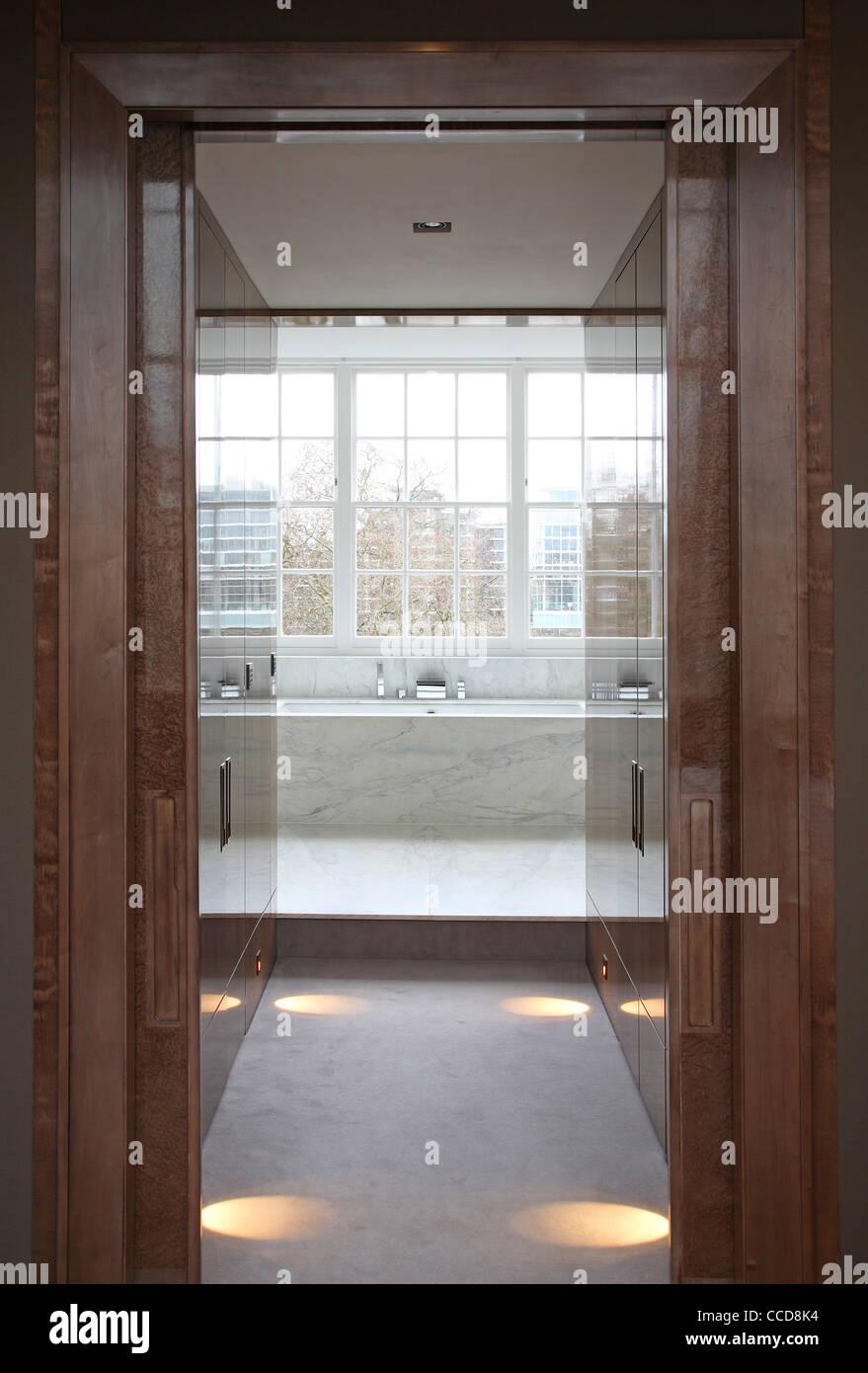 Private house, Stiff + Trevillion Architects Ltd, London, UK, 2010, View to master bath - Stock Image