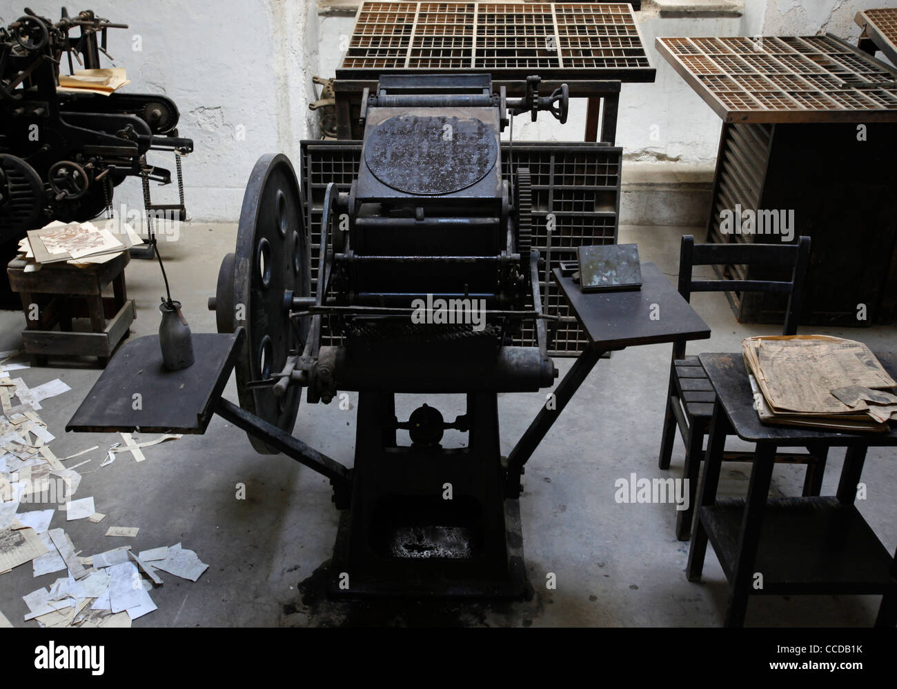 Old print machines at the prisoner's workshop room in the Museum Of Underground Prisoners commemorating the - Stock Image
