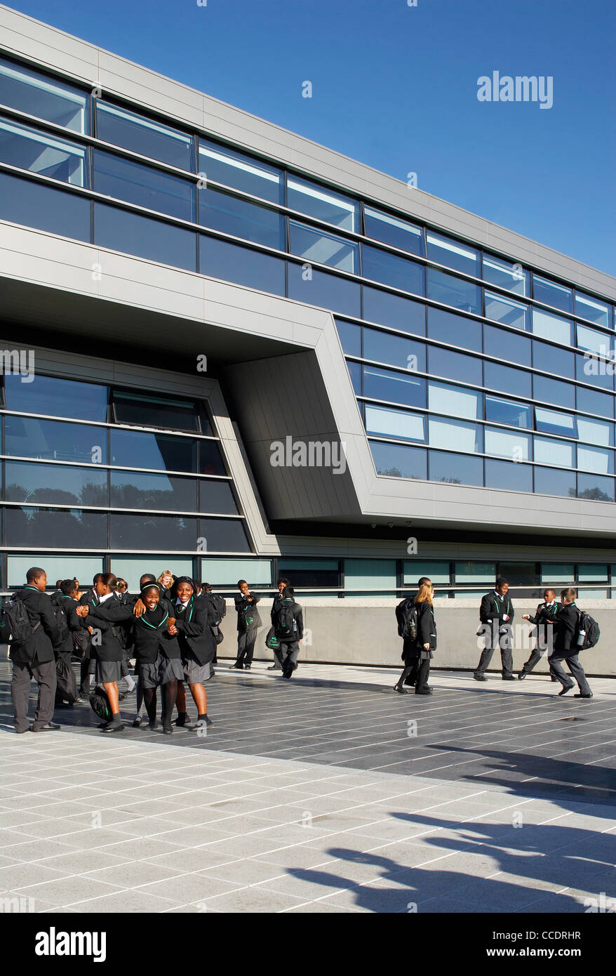 EVELYN GRACE ACADEMY, ZAHA HADID ARCHITECTS, LONDON, 2010, EXTERIOR OF SCHOOL WITH PUPILS Stock Photo