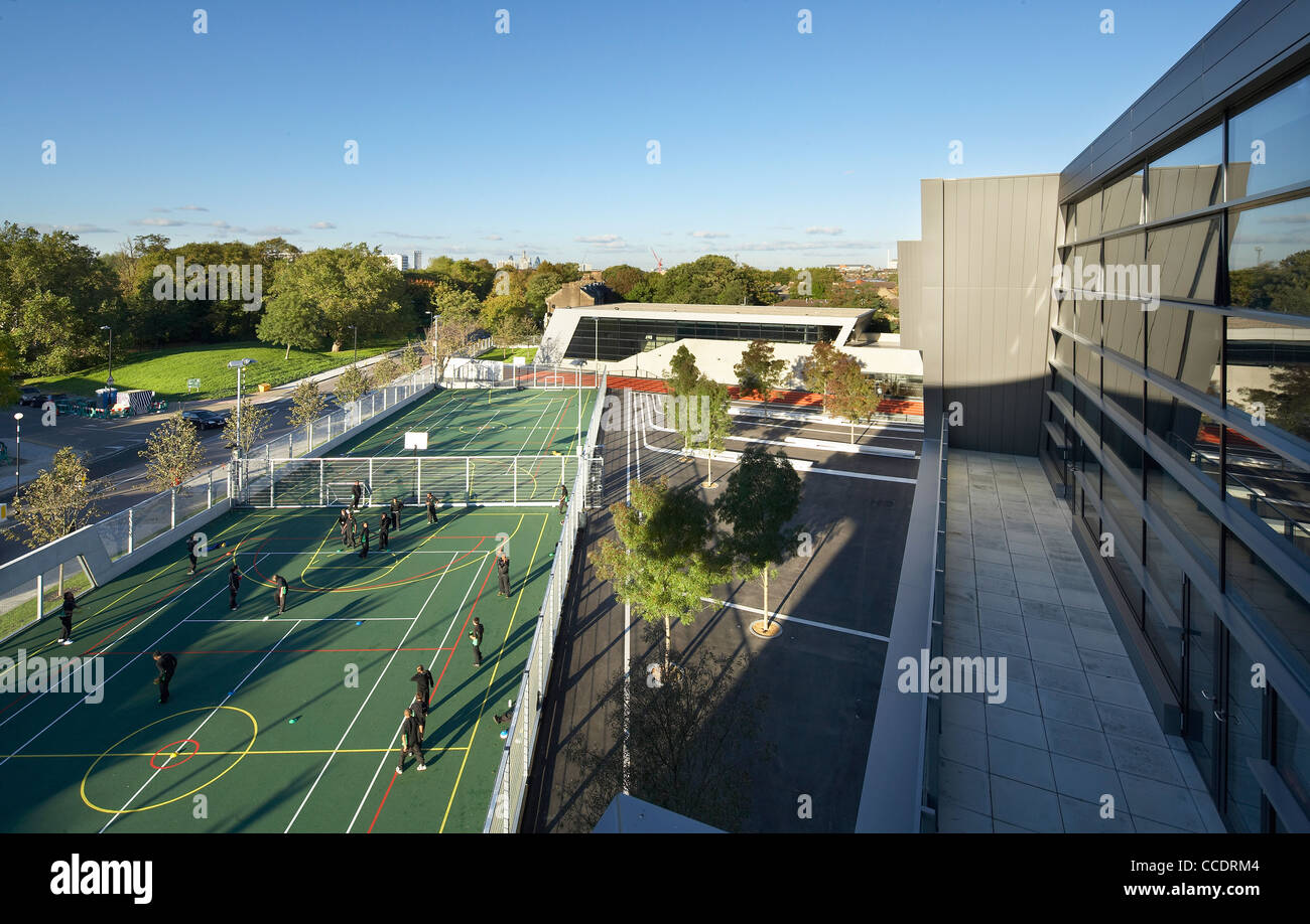 EVELYN GRACE ACADEMY, ZAHA HADID ARCHITECTS, LONDON, 2010, ELEVATED VIEW OF SPORTS PITCHES AND PLAYGROUND Stock Photo