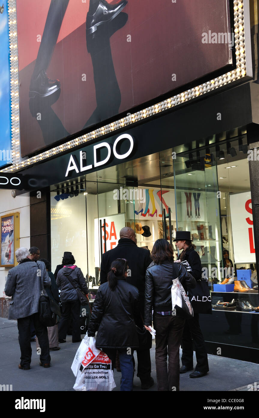 Busy street and Aldo footwear store