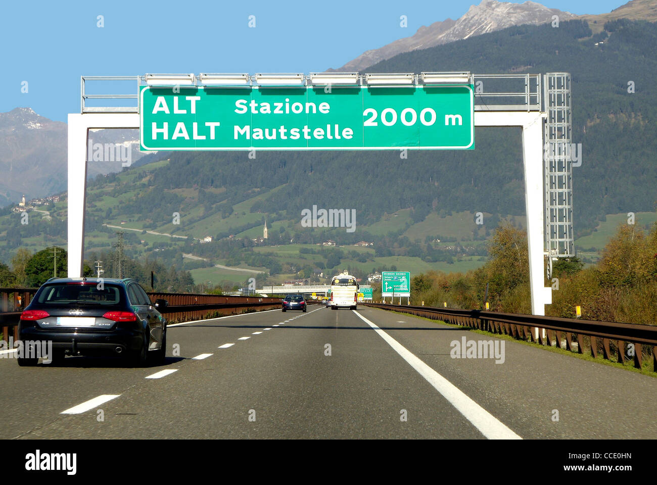 Motor traffic at the Italian tollhouse at the Brenner at Sterzing. - Stock Image