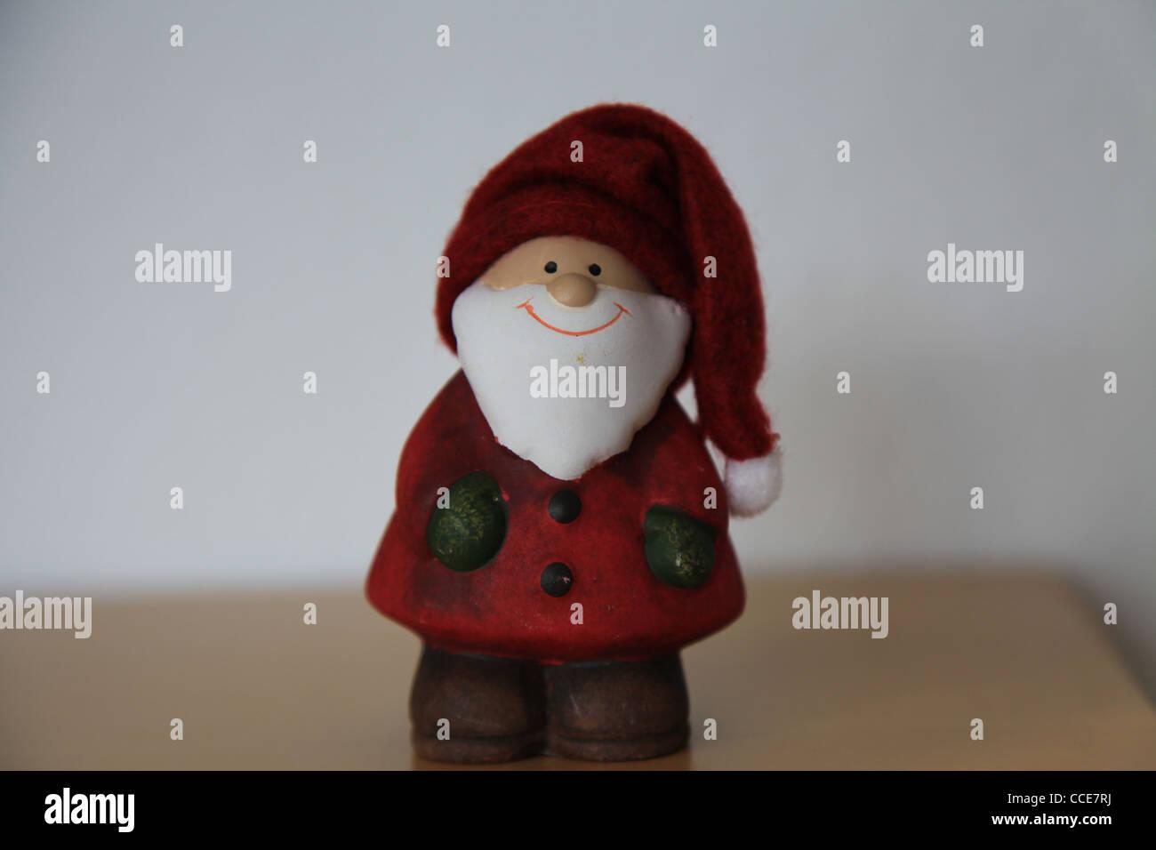 Weihnachten,Weihnachtsmann,weisser Bart,rote Mütze,Zwerg,Gnom, Wichtel, lächelnd, Figur, figürlich, freundlich, nett,Nikolaus Stock Photo