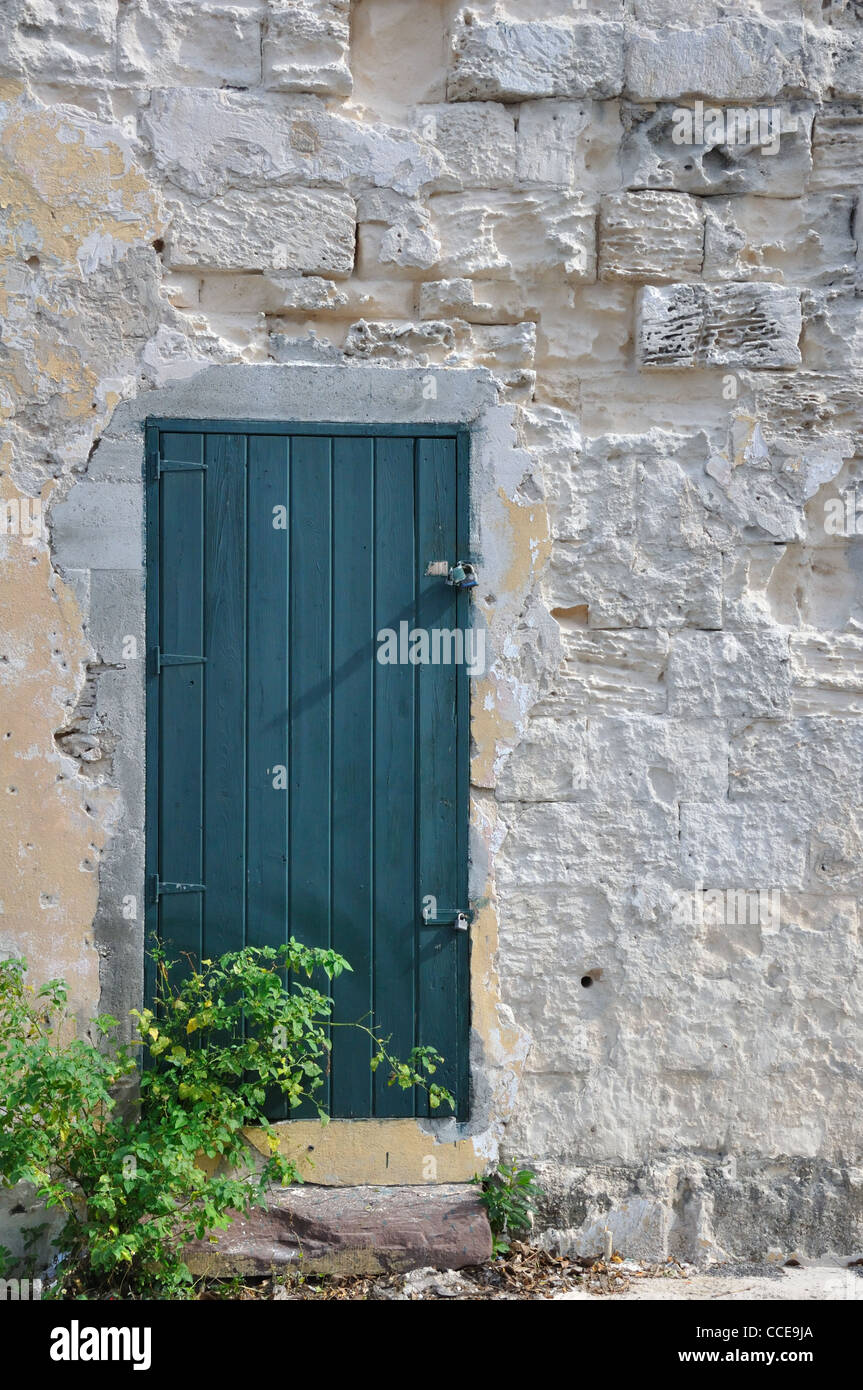 Superbe Old House With Green Door, Nassau, Bahamas