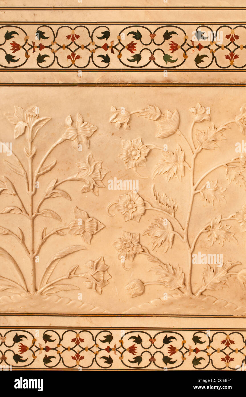Detail of marble wall with carved flowers and floral pattern of precious stones, Taj Mahal, Agra, India - Stock Image