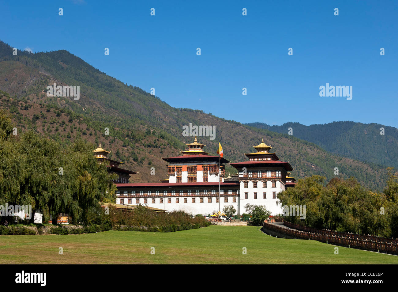 Seat of government Thimphu Dzong or Trashi Chhoe Dzong in the traditional architecural style, Thimphu, Bhutan Stock Photo