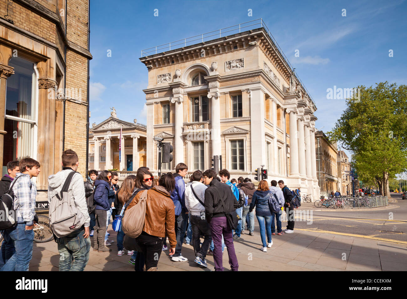 A group of teenagers outside the Ashmolean Museum, Beaumont Street, Oxford, England. - Stock Image