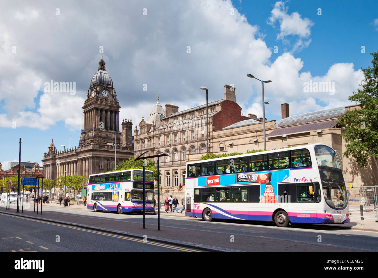 Two double decker buses in front of Leeds Town Hall, West Yorkshire, England - Stock Image